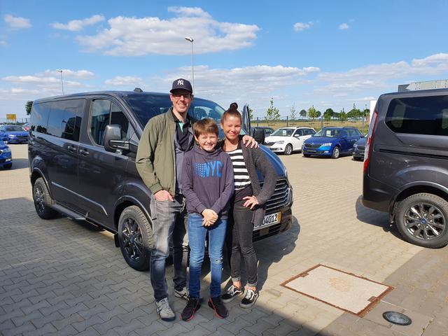 Uebergabe an Kunde Riedel Ford Tourneo Custom Reimport guenstiger kaufen