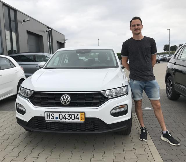 Uebergabe an Kunde Wirth VW T-Roc Reimport guenstiger kaufen