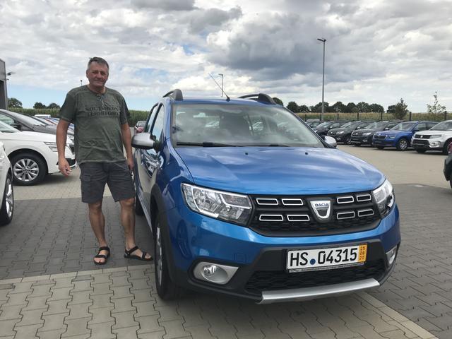 Uebergabe an Kunde Haupt Dacia Sandero Stepway Reimport guenstiger kaufen