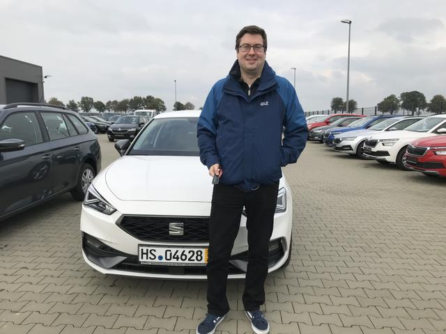 Uebergabe an Kunde Wefelnberg Seat Leon Reimport guenstiger kaufen