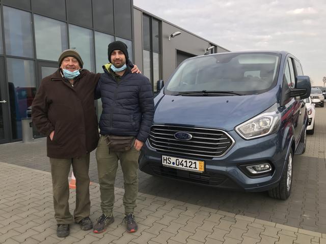 Uebergabe an Kunde Doerr Ford Tourneo Custom Reimport guenstiger kaufen