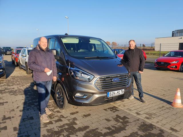 Uebergabe an Kunde Koeper_Ford Tourneo Custom Reimport guenstig kaufen