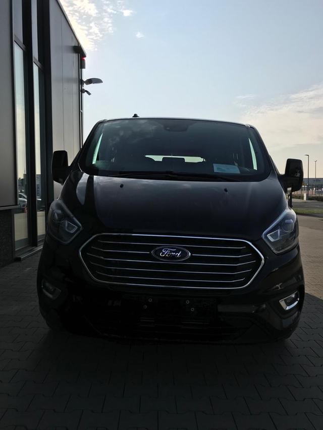 """Ford Tourneo Custom - """"Titanium-X"""" (7) L1H1 2.0 TDCi 185PS AUTOMATIK, Schwarz-Metallic, 8-Sitze, Leder, Navi, Xenon, Rückfahrkamera, Parksensoren vorn/hinten, 17"""" Alu, Doppel-Klima, Sitzheizung, Alarmanlage, Privacy Glas, Tempomat, Reserverad, Schiebetüre links/rechts, Frontscheibe beh Vorlauffahrzeug"""