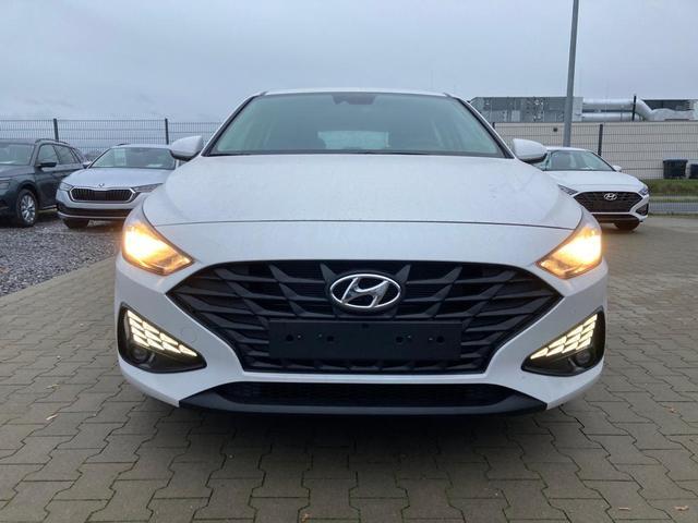 """Hyundai i30 - """"Start"""" (1) 1.5i CVVT 110PS inkl. KLIMA RADIO DAB TEMPOMAT LICHTSENSOR FERNLICHTASS. LED-TAGFAHRLICHT ZENTRALVERR. MIT FERNBEDIENUNG   ALARM Bestellfahrzeug, konfigurierbar"""