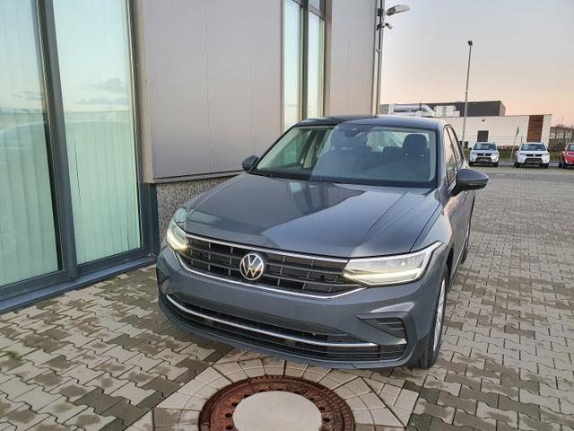 """Volkswagen Tiguan - """"Basis"""" (6) 1.5 TSI 130PS inkl. 3 J. GARANTIE KLIMA RADIO COMP. COLOUR/BT/USB/DAB  LED-SCHEINW. LICHT-/REGENSENSOR MITTELARMLEHNE VORN MULTIFUNKTIONS-LEDERLENKRAD Bestellfahrzeug, konfigurierbar"""