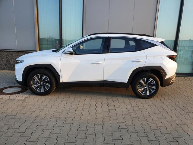 "Lagerfahrzeug Hyundai Tucson - ""Comfort"" (1) 1.6 T-GDI 150PS 4x2, WEISS, KLIMAAUTOM. 8""-RADIO/DAB/USB/BT/APPLE CARPLAY ANDROID AUTO DIG. COCKPIT VOLL-LED-SCHEINW. LICHTSENSOR TEMPOMAT PS HI KAMERA ALARM 17""ALU"