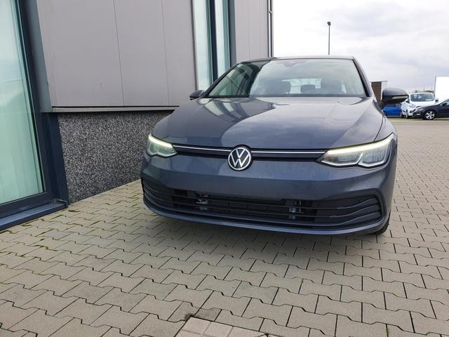 "Volkswagen Golf - ""Life"" (2) 1.5 TSI 130PS, DELFIN-GRAU, WINTER-PAKET KLIMAAUTOMATIK RADIO COMPOSITION/BT/2x USB/APP-CONNECT LED-SCHEINW./-RÜCKLEUCHTEN AMBIENTEBEL. ACTIVE INFO DISPLAY PS VO/HI INDUKTIVE LADESTATION STARTKNOPF MITTELARMLEHNE VO HI MULTIFUNKTIONS-LEDERLENKRAD 16"" ALU Lagerfahrzeug"
