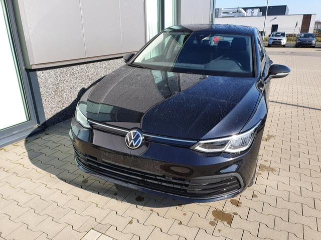 "Volkswagen Golf - ""Life"" (2) 1.5 TSI 130PS, DEEP-BLACK, WINTER-PAKET KLIMAAUTOMATIK RADIO COMPOSITION/BT/2x USB/APP-CONNECT LED-SCHEINW./-RÜCKLEUCHTEN AMBIENTEBEL. ACTIVE INFO DISPLAY PS VO/HI INDUKTIVE LADESTATION STARTKNOPF MITTELARMLEHNE VO HI MULTIFUNKTIONS-LEDERLENKRAD 16"" ALU Lagerfahrzeug"