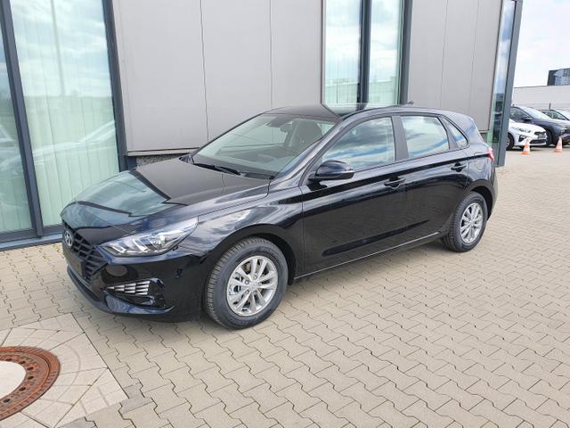 "Hyundai i30 - ""Comfort"" (Select ) (1) 1.0 T-GDI 120PS, Schwarz-Metallic, 15"" Alufelgen, Klima, Lederlenkrad, Radio 8""-Touchscreen/DAB/Android-Auto & AppleCarPlay, Parksensoren hinten, Rückfahrkamera, Nebelscheinwerfer, Tempomat, ZV mit Fernbedienung, Alarmanlage Lagerfahrzeug"