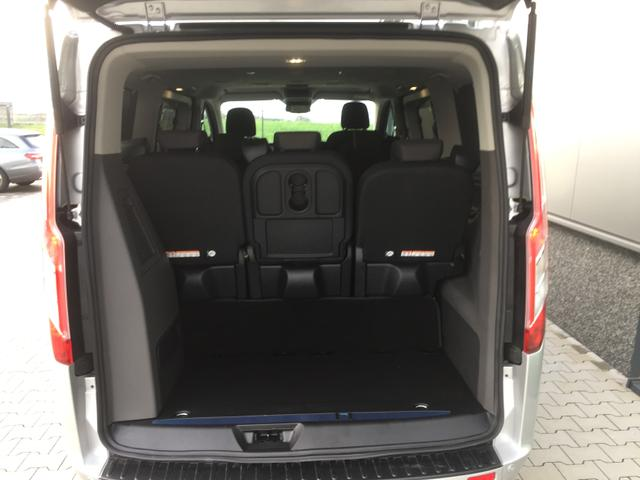 """Ford Tourneo Custom """"Trend"""" (7) L1H1, 8 Sitzplätze, Leichtmetallräder, Parksensoren vorne und hinten, Tempomat, Lederlenkrad, Sitzheizung vorne, Frontscheibe beheizbar, Klimaanlage vorn, Nebelscheinwerfer, Privacy-Glas Radio-USB-Bluetooth, Schiebetüre links rechts"""