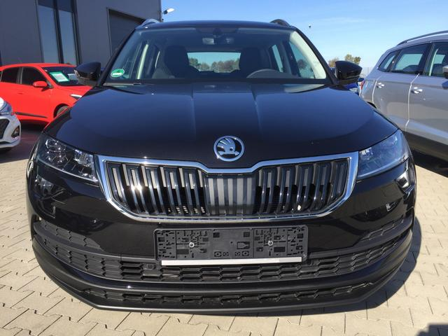 "Skoda Karoq ""Ambition inkl. Clever-Pack"" (PXB,PJ1,9JA,PJA,7X2) (4) 1.0 TSI 85KW/115PS FAMILY-PACK RADIO SWING/USB/SD/BT 2-ZONEN-KLIMA PARKSENSOREN VO+HI TEMPOMAT FAHRPROFILAUSWAHL NEBELSCHEINWERFER MITTELARMLEHNE VO GARANTIE 4 JAHRE 17"" ALU"