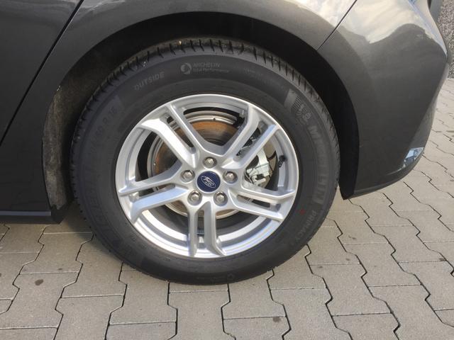 """Ford Focus """"Trend Edition BUSINESS"""" (6) 3 Jahre Herstellergarantie, Navigationssystem inkl. SYNC 3, Parksensoren vorne und hinten, Tempomat, 16-Zoll-Leichtmetallräder, Klimaanlage, Fahrspur-Assistent, Lederlenkrad, Nebelscheinwerfer, Reserverad, Außenspiegel elektrisch anklappbar"""