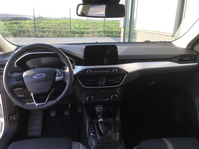 """Ford Focus Turnier """"Titanium BUSINESS"""" (6) 3 Jahre Herstellergarantie, Dachreling, Navigationssystem, Pass Connect, Parksensoren vorne und hinten, Reserverad, Klimaautomatik, Key-Free-System, 16-Zoll-Leichtmetallräder, Radio SYNC 3, Tempomat, Nebelscheinwerfer, Außenspiegel elektrisch ankla"""