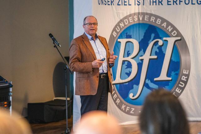 Automobilpabst Prof. Hannes Brachat Vortrag: Perspektiven im Autohandel  2019