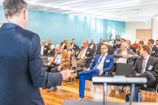 Uwe Brandenburger Autobid.de | Auktion & Markt AG  Vortrag - Das ist der Hammer –mit Auktionen zum optimalen Fahrzeug-Portfolio