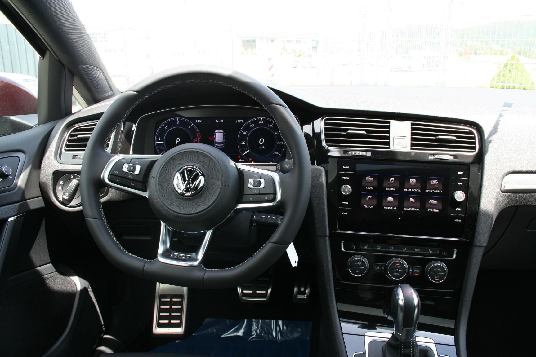 Auto cockpit vw  Volkswagen Golf GTD 2.0 TDI 184 PS DSG-FACELIFT-Rückfahrkamera ...