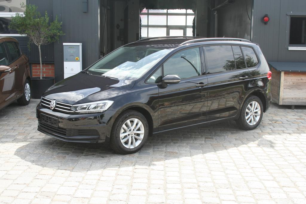 volkswagen touran 1 4 tsi bmt 150 ps dsg comfortline navi bluetooth 7sitze climatronic shz mfl. Black Bedroom Furniture Sets. Home Design Ideas