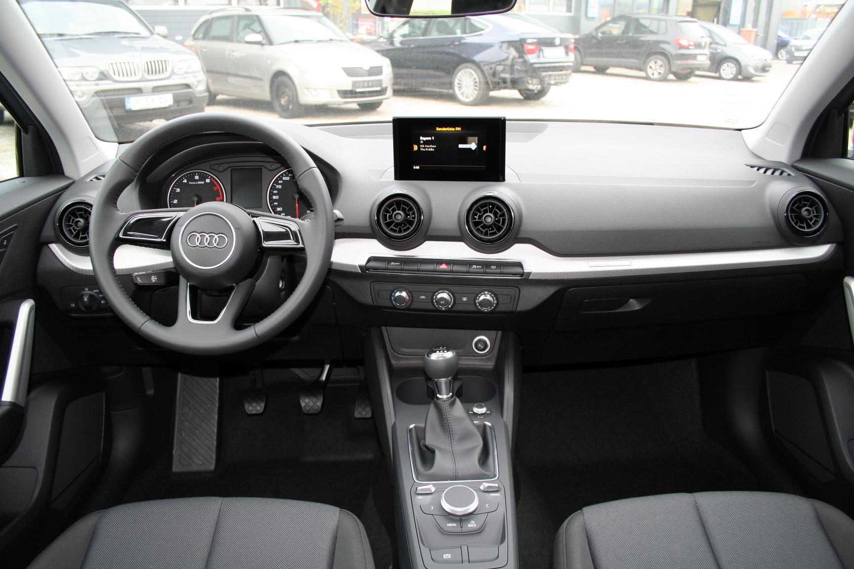 Audi q2 1 0 tfsi 116 ps brand neu climatronic 4 jahre for Interieur q2