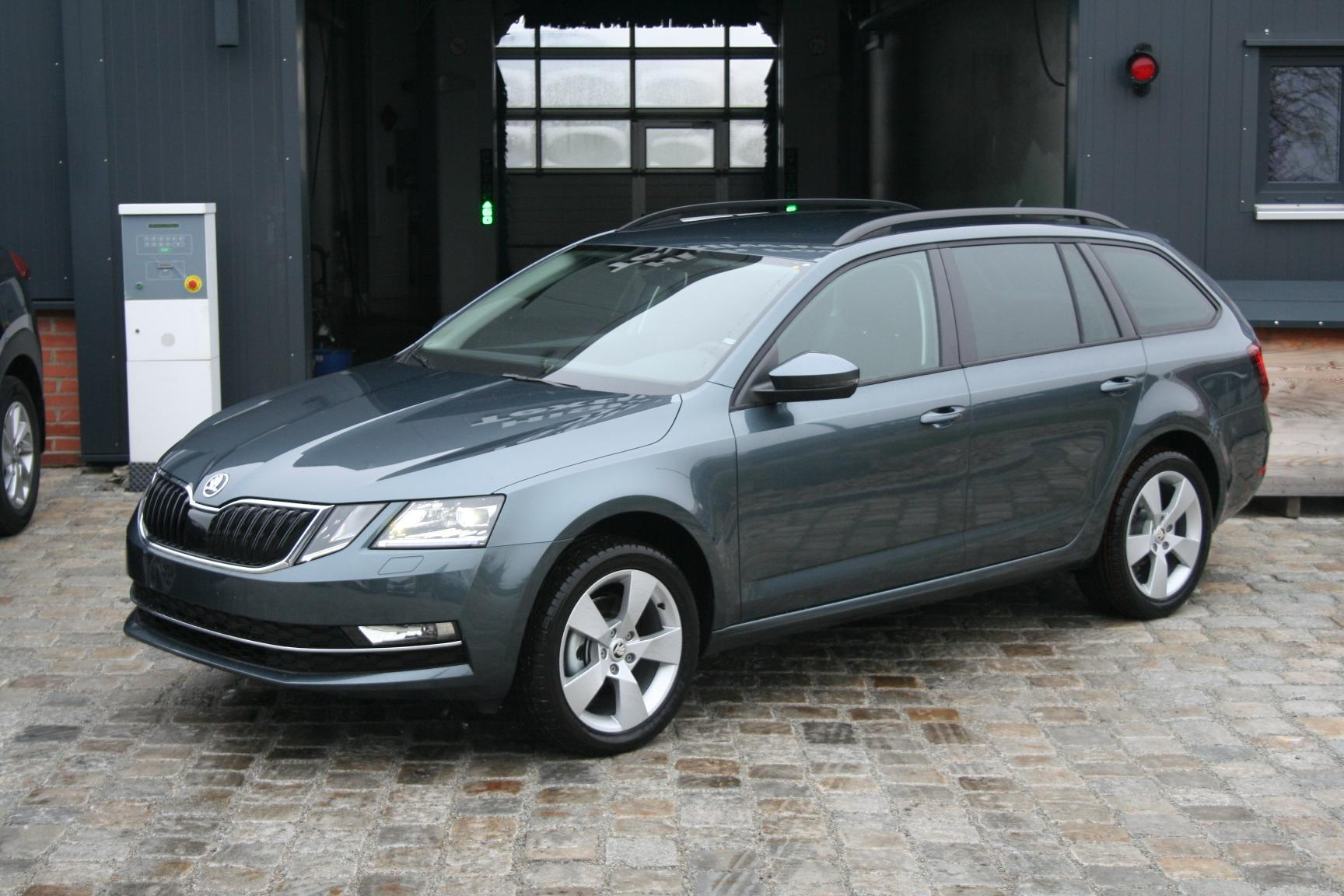 skoda octavia combi neues modell 1 4 tsi 150 ps style 3 jahre garantie climatronic navi voll led. Black Bedroom Furniture Sets. Home Design Ideas