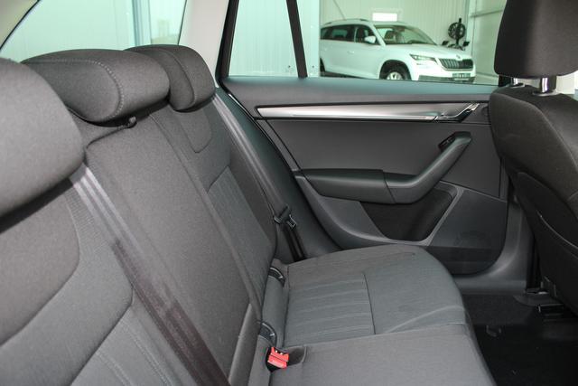 Skoda Octavia Combi Neues Modell 1.8 TSI DSG 180 PS Style-4 Jahre Garantie-Climatronic-Navi-Voll LED-Top-Sofort