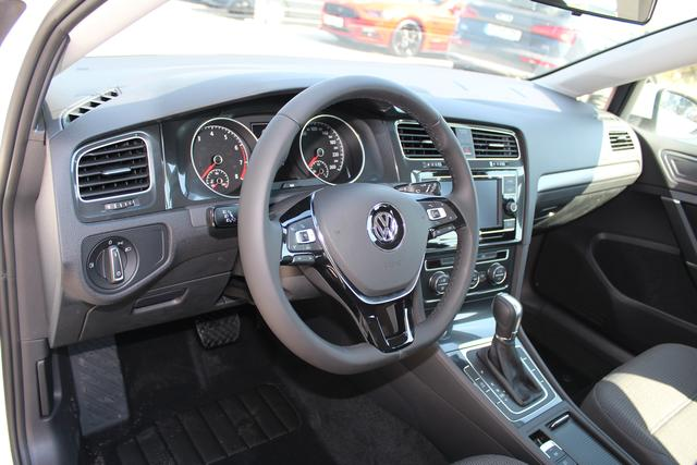 Volkswagen Golf 1.0 TSI 110 PS DSG-Frontassistent-Climatronic-Bluetooth-MFL-TOP Aktion Sofort