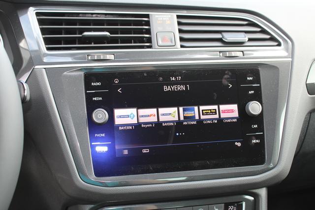 Volkswagen Tiguan 1.4 TSI 125 PS AHK-Navi-Climatronic 3 Zonen-Front Assistent-Fernlichtassistent-PDC Vu.H- Sofort