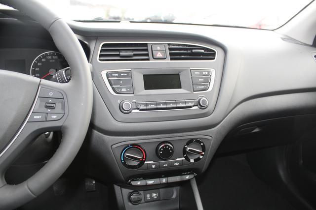 Hyundai i20 Facelift !!! 1.2 75 PS Fresh-Klimaanlage-Alarmanlage-Lenkradheizung-Radio-Sitzheizung-TOP AKTION Sofort