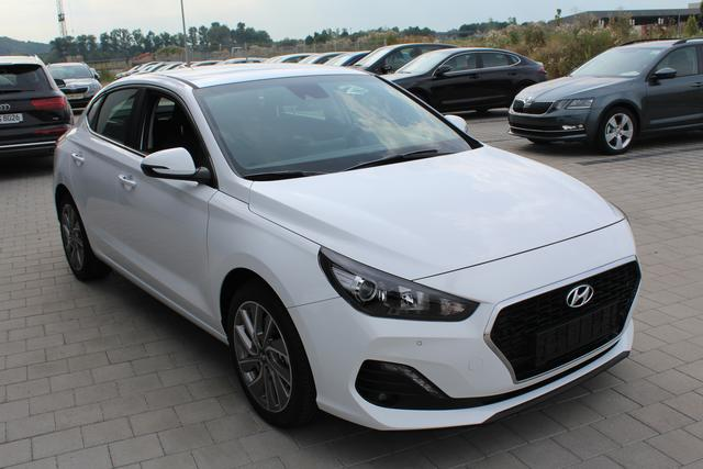 Hyundai i30 - Fastback Style 1.4 T-GDI 140 PS-Navi-Klimaauto-2xPDC-Rückfahrkamera-SHZ-Sofort