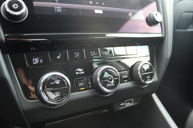 Skoda Octavia Combi 1.5 TSI DSG 150 PS Style-4 JahreGarantie-Climatronic-Navi-VollLED-MFL- SHZG-PDC-sofort