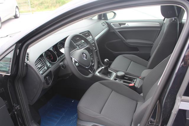 Volkswagen Golf Trendline 1.0 TSI 116 PS-SHZ-2xPDC-Bluetooth-Climatronic-Lederlenkrad-Sofort