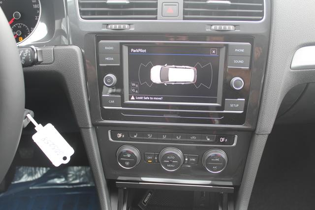 Volkswagen Golf Variant Trendline 1.0 TSI 116 PS-SHZ-2xPDC-Bluetooth-Climatronic-Lederlenkrad-Sofort
