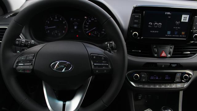 Hyundai i30 - Fastback Comfort 1.4 T-GDI DCT 140 PS-Navi-Rückfahrkamera-Klimaautomatik-Sitzheizung-Sofort