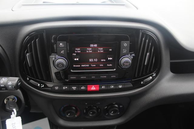 Fiat Doblo 1.4 16V 95 PS Maxi-Klima-PDC hinten-Navi-Bluetooth-ZVFunk-Nebelscheinwerfer-3Sitze-Sofort