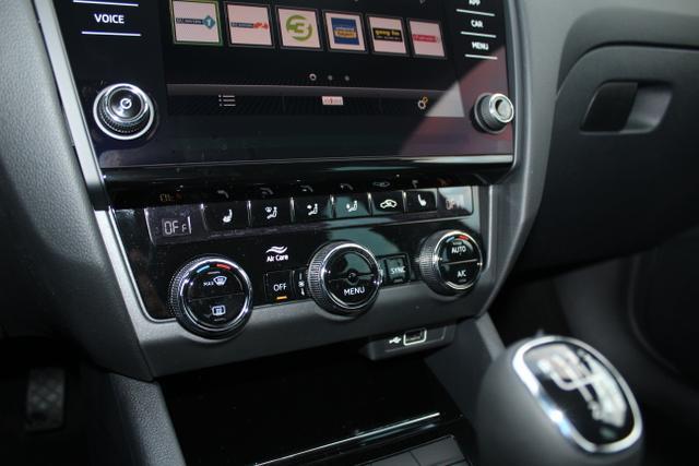 Skoda Octavia Combi 1.5 TSI 150 PS Style-4 JahreGarantie-Climatronic-Navi-VollLED-MFL- SHZG-PDC-Sofort