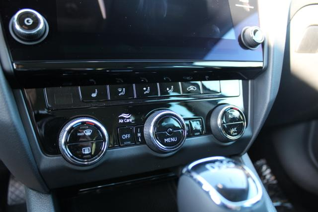 Skoda Octavia Combi Style 2.0 TDI 150 PS DSG-4JahreGarantie-Panodach-LED-Navi-PDC-SHZ-Sofort