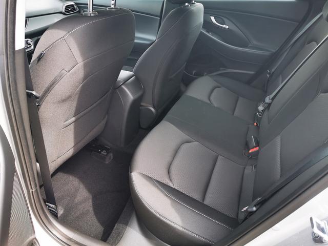 Hyundai i30 - Fastback Style 1.4 T-GDI 140 PS-Navi-VollLED-Kamera-SHZ-2xPDC-Tempomat