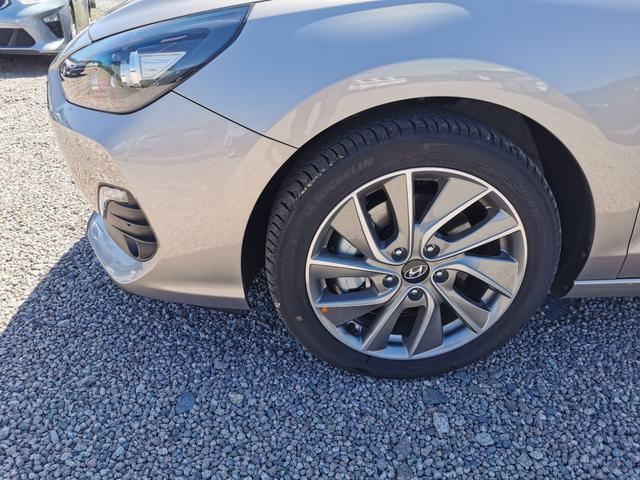 Hyundai i30 - Fastback Style 1.4 T-GDI 140 PS-Navi-VollLED-Kamera-SHZ-2xPDC-Tempomat-Sofort