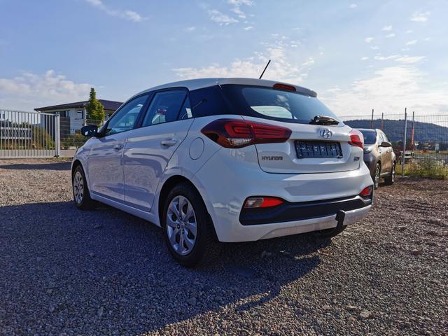 Hyundai i20 - 1.2 75 PS-SHZ-Lenkradheizung-AHK-MuFu-RadioMp3-Sofort