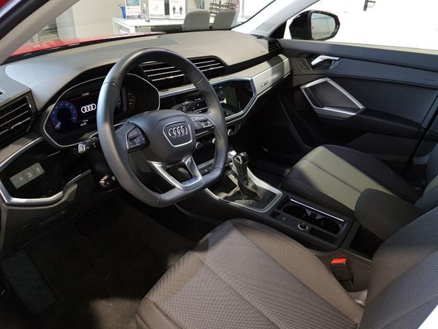 Audi / Q3 / Rot / / /
