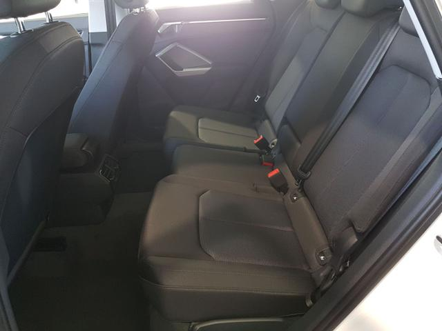 Audi / Q3 / Weiß / / /