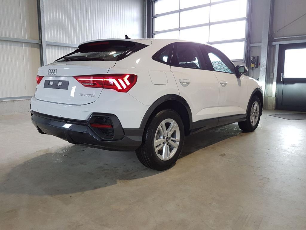 Audi / Q3 Sportback / Weiß /  /  /