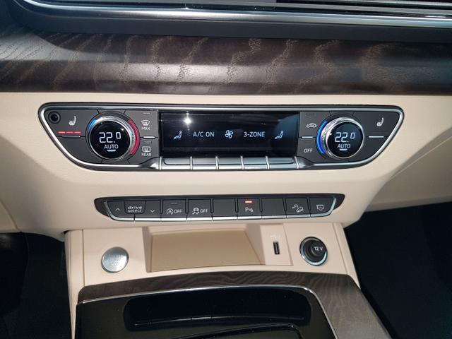Audi / Q5 / Schwarz / / /