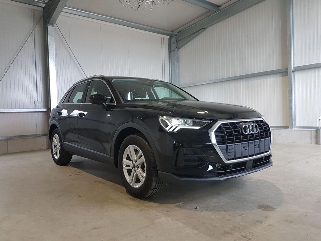 Audi / Q3 / Schwarz /  /  /