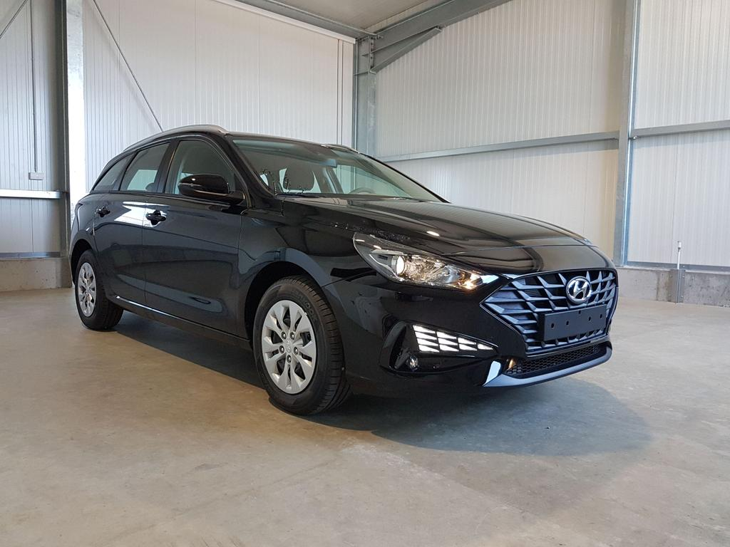 Hyundai / i30 Kombi / Schwarz /  /  /