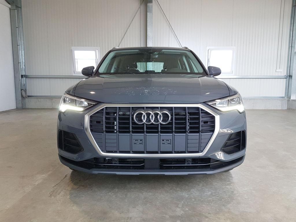 Audi / Q3 / Grau /  /  /