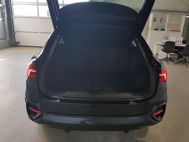 Audi / Q3 Sportback / Schwarz / / /