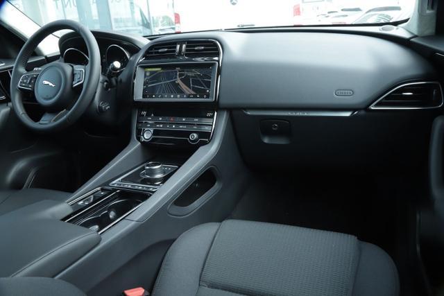 Jaguar F-Pace 25t 250 AWD Pure Aut. Nav 18Z PDC vo/hi