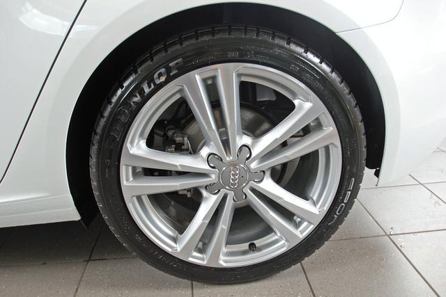 Audi A3 Sportback 35 TFSI S-LINE, Kamera, DAB, Teilleder, Navi, Xenon Plus