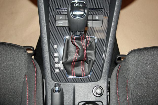 Skoda Octavia Combi 2.0 TSI DSG RS, virtual Cockpit, 19-Zoll, KESSY, ACC