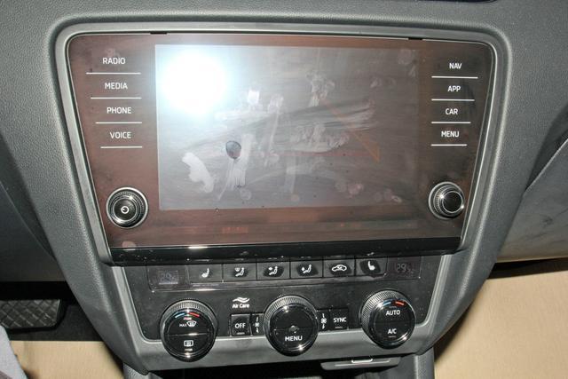 Skoda Octavia Combi 1.5 TSI DSG Style, LED, Navi, Kamera, 5 Jahre Garantie